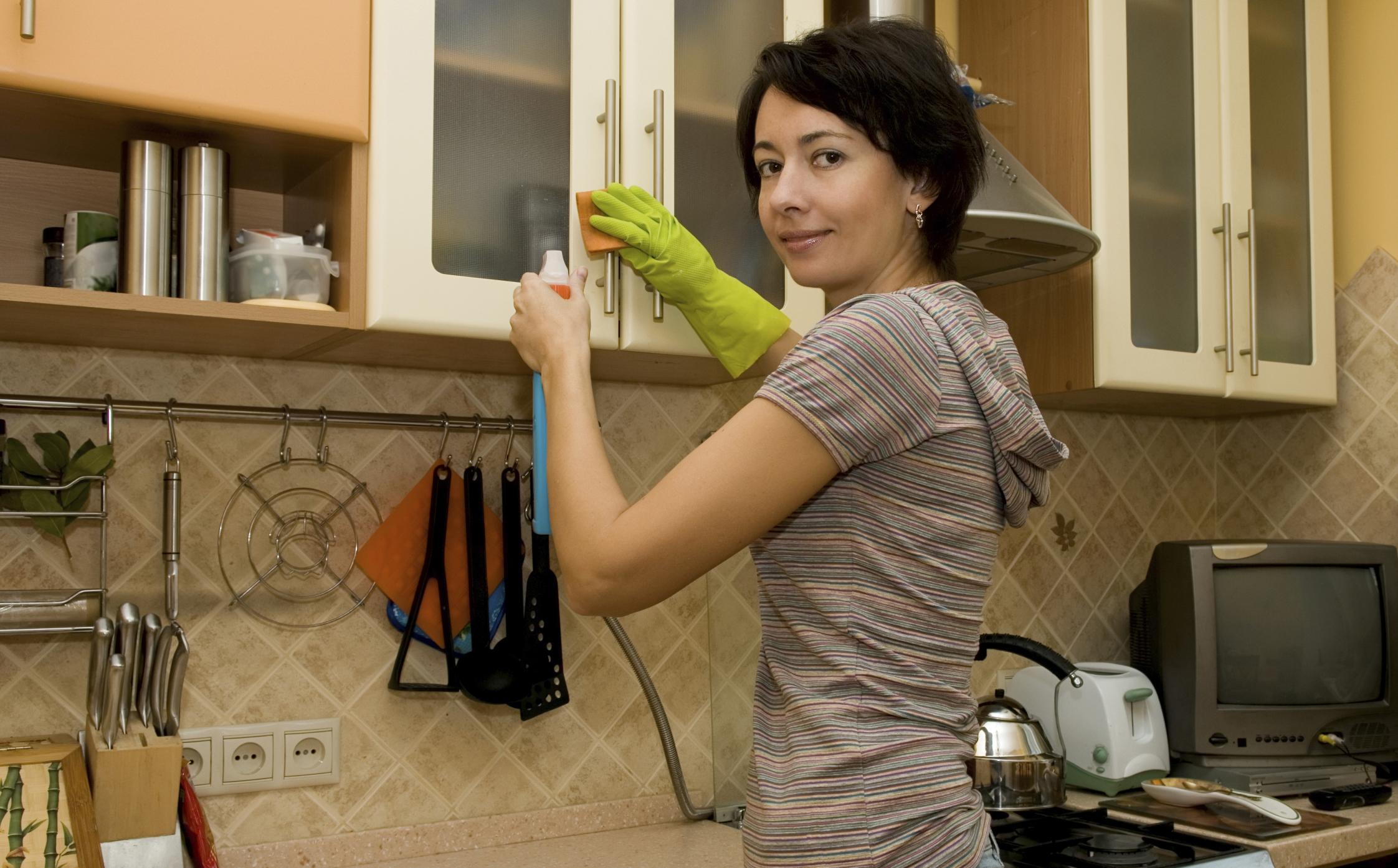 Чистка шкафчиков на кухне