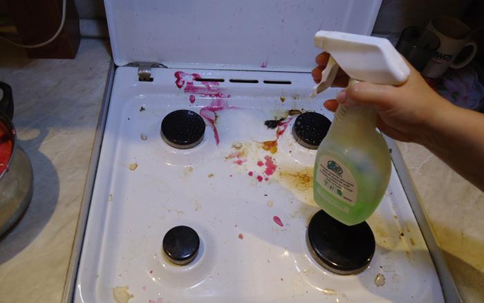 отмыть кухонную плиту