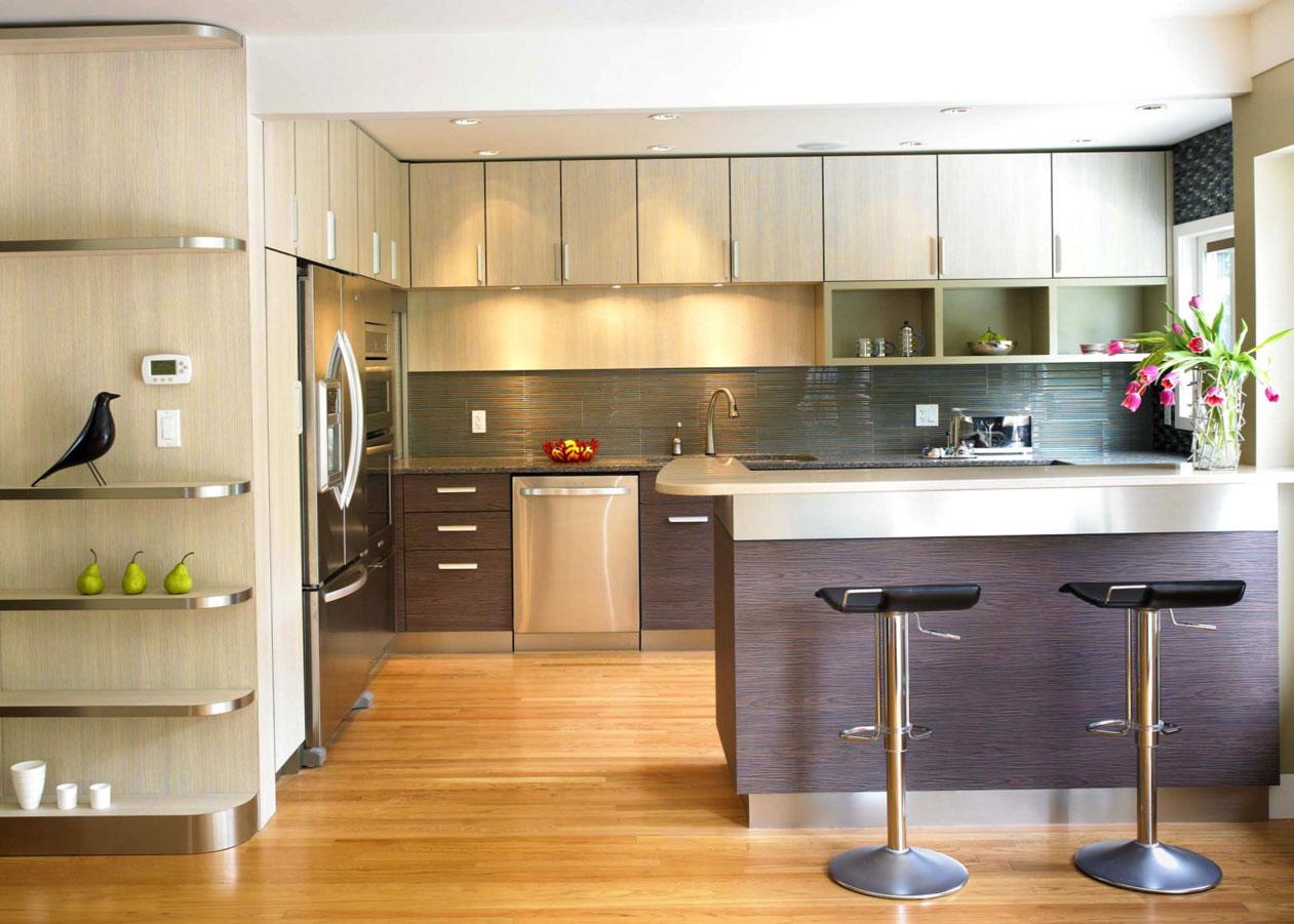 Кухня - гостиная разделенная барной стойкой