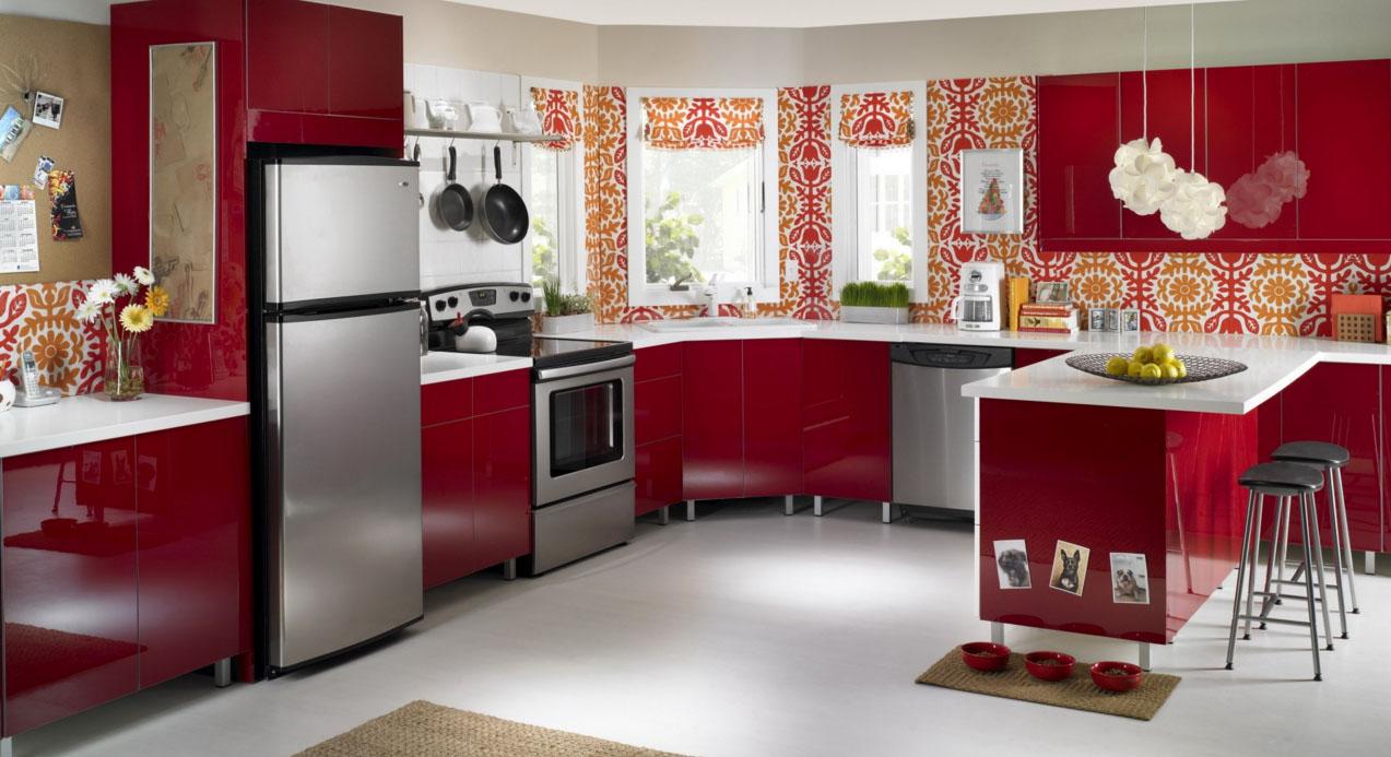 Красная кухня с обоями