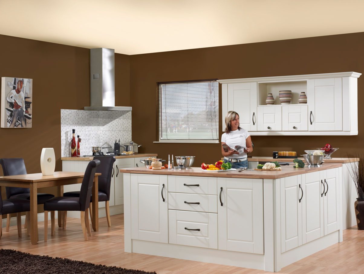Стены на кухне цвета капучино
