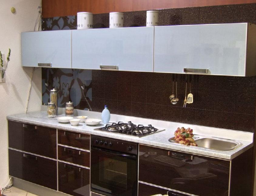 Фартук кухни бордового цвета