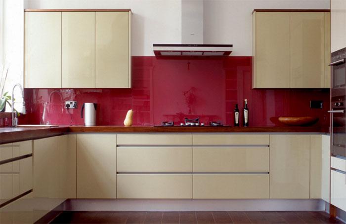 Яркие стены в кухне