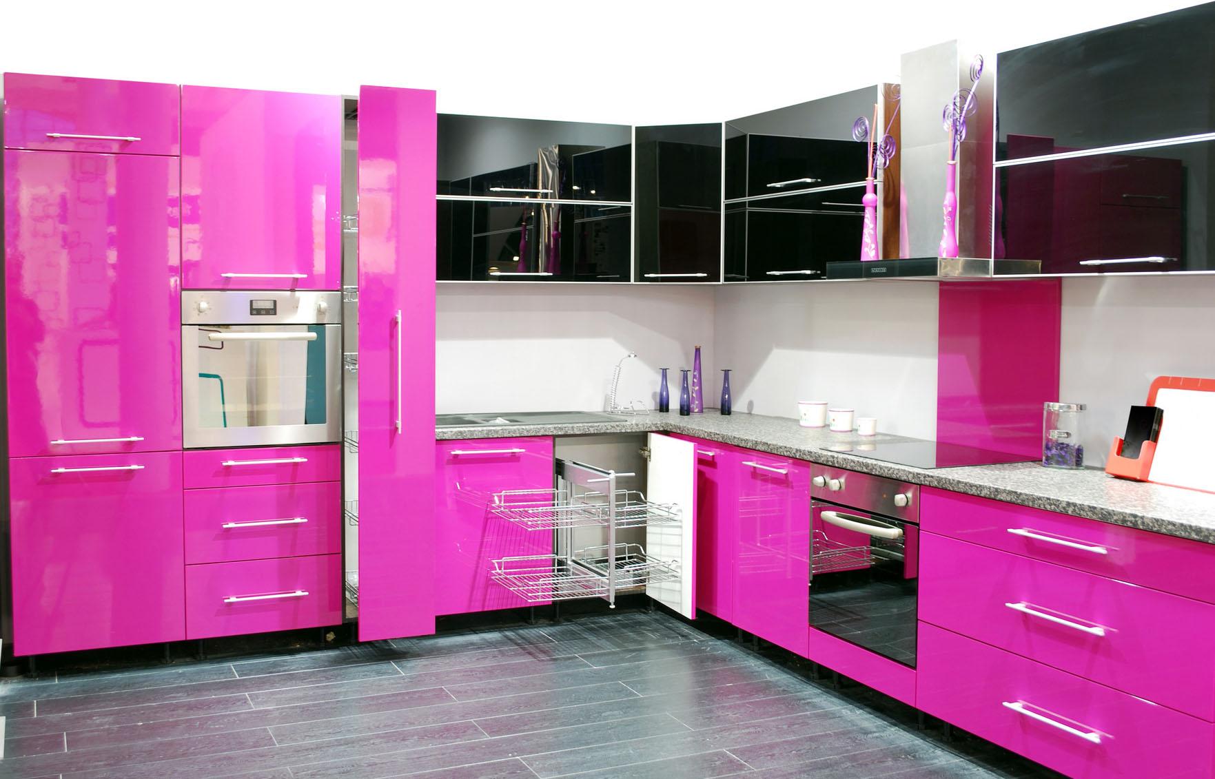 Розовый дизайн кухни фото