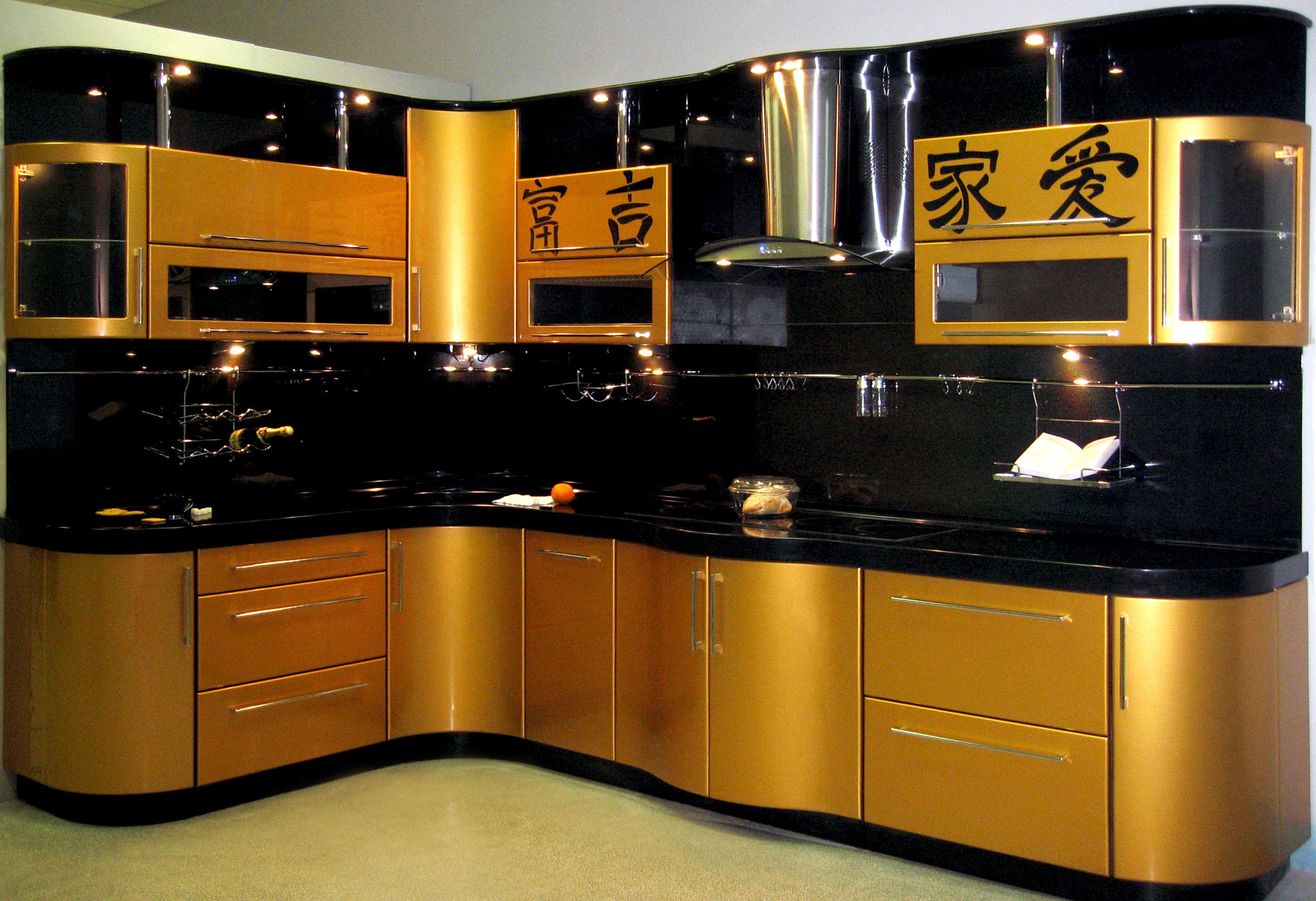 Дизайн кухни золото с черным