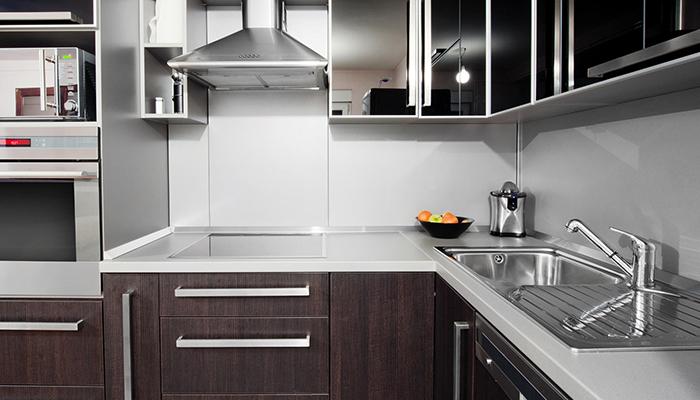 Кухня цвета венге с белым