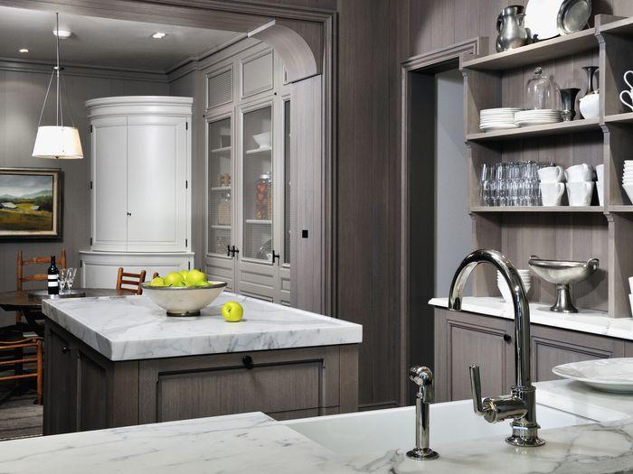 Сочетание серого и белого цветов на кухне