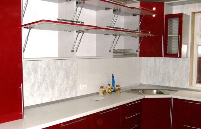 Подъемные дверцы - удобное приспособление на кухне