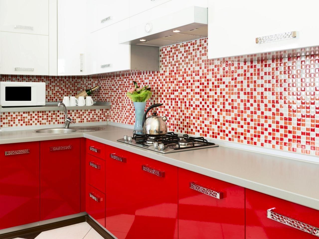 red-kitchen-2-min
