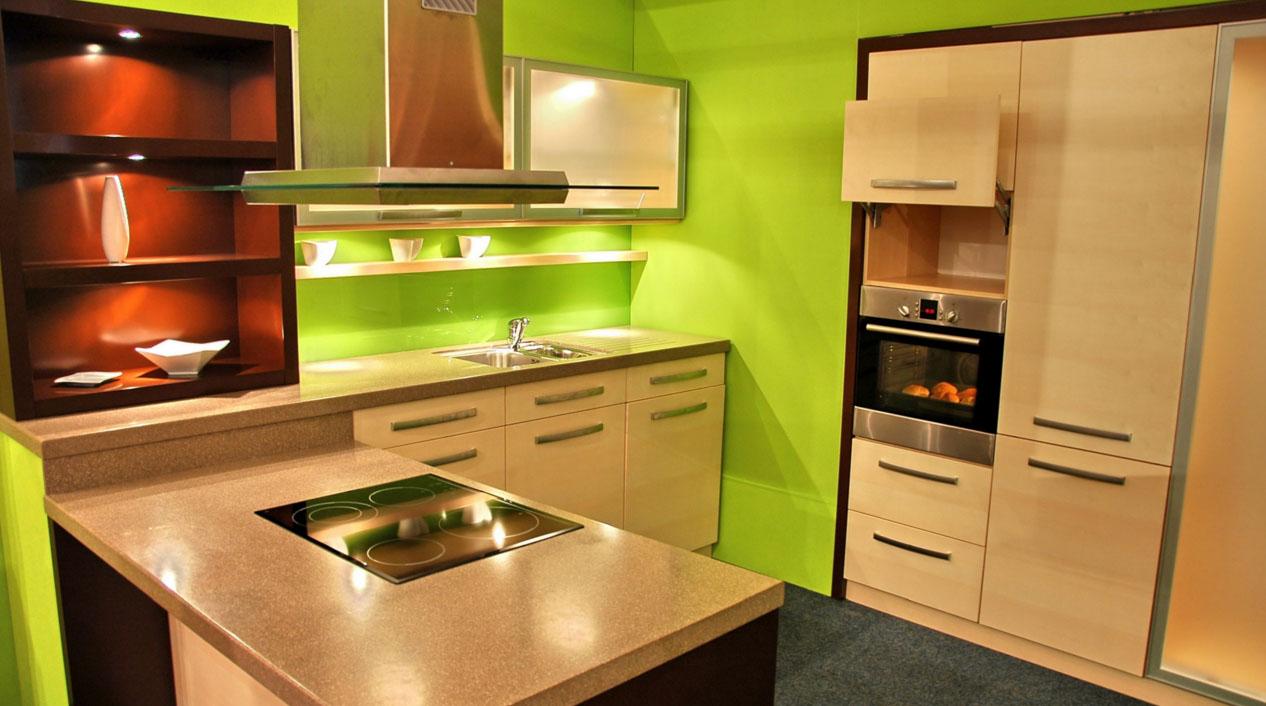 Кухня в кремово-зеленом цвете