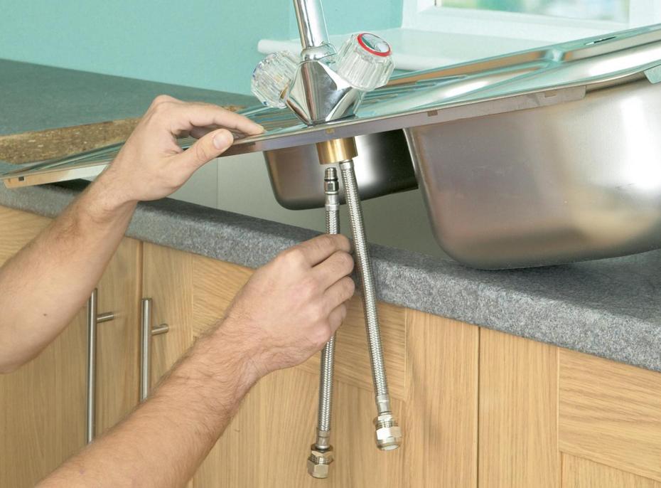 Как установить мойку на кухне своими руками видео
