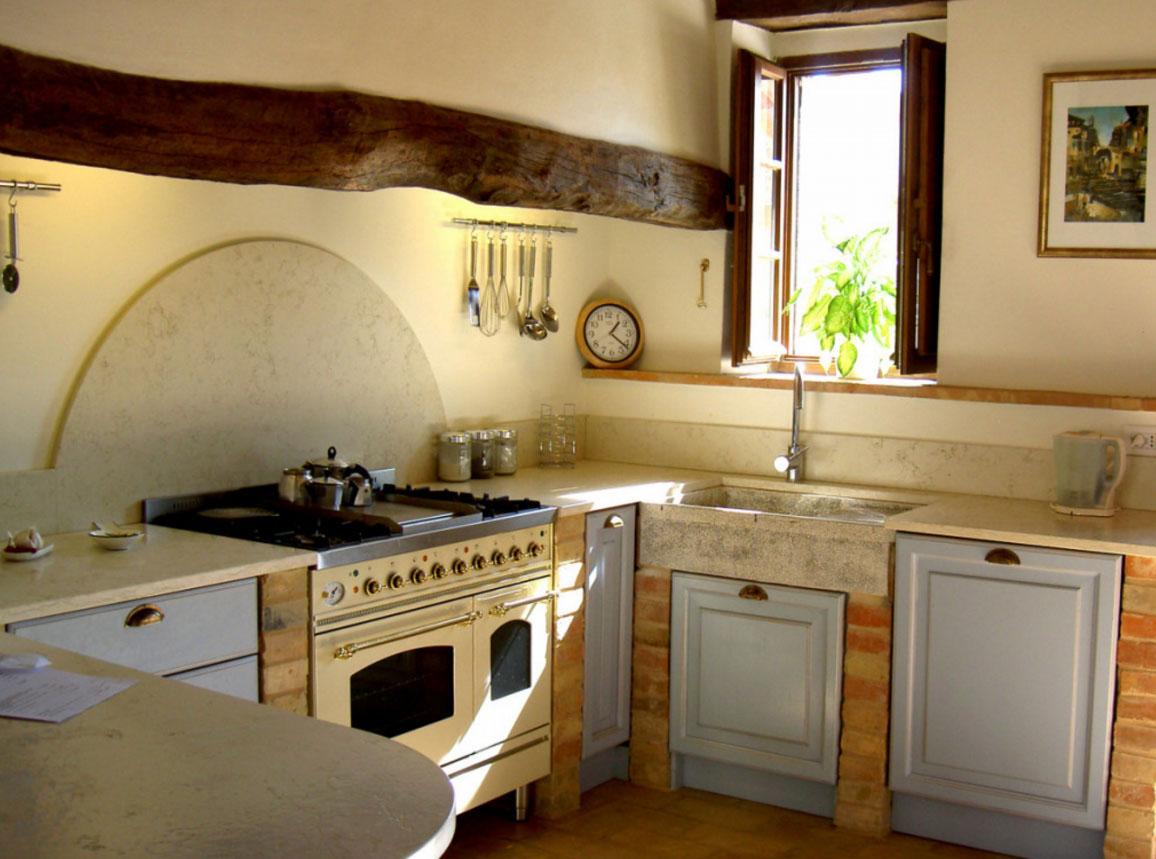 Окна на кухне из дерева