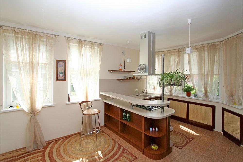 Дизайн кухни и столовой частном доме