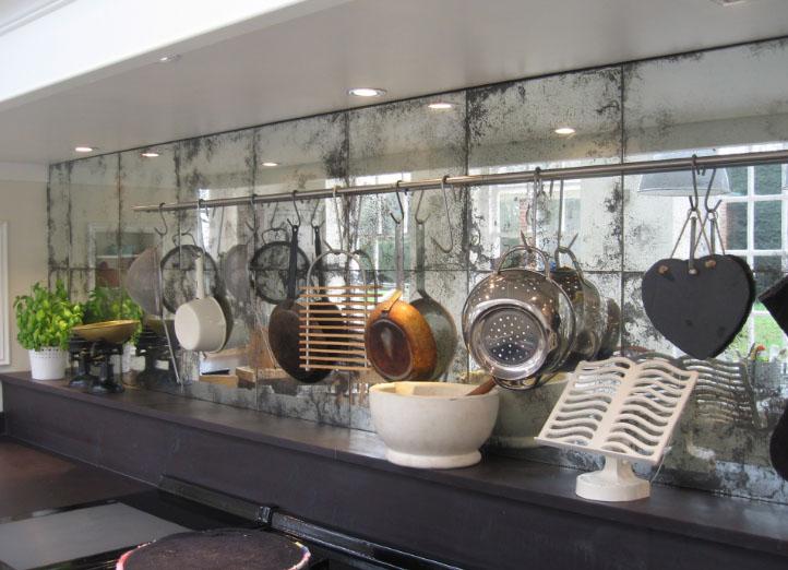 красивый фартук из зеркала на кухне