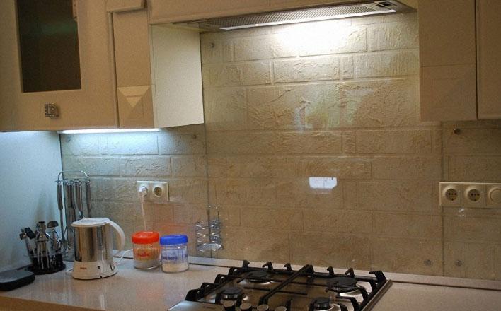 Установка накладных розеток на кухне