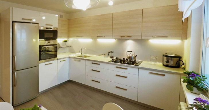 Г-образная кухня для больших помещений