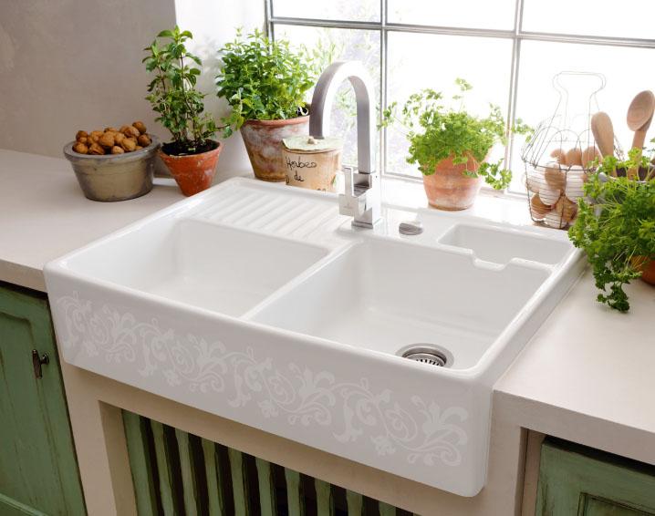 белая керамическая мойка для кухни