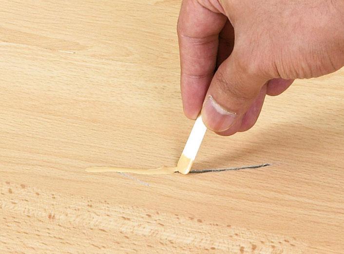 Замазка для заделки царапин и трещин на ламинате