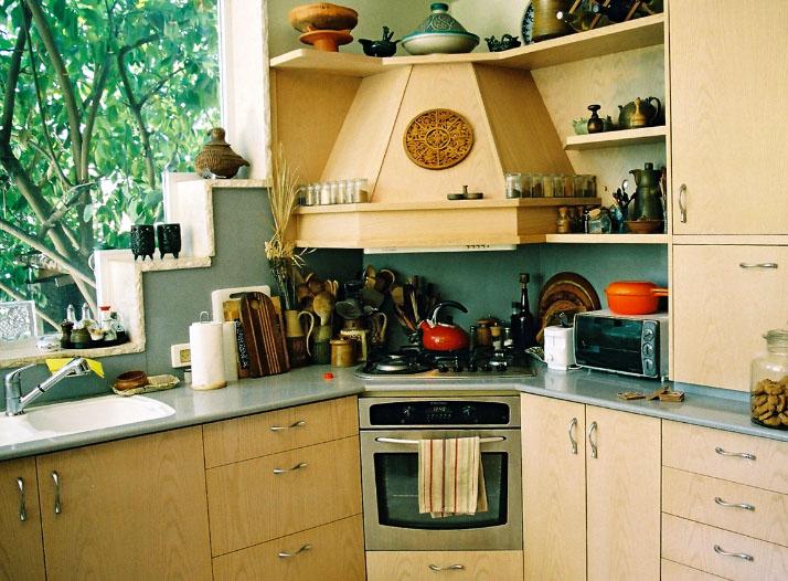красивая кухонная вытяжка