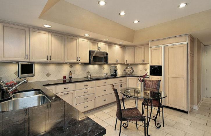 кремовый цвет в интерьере кухни