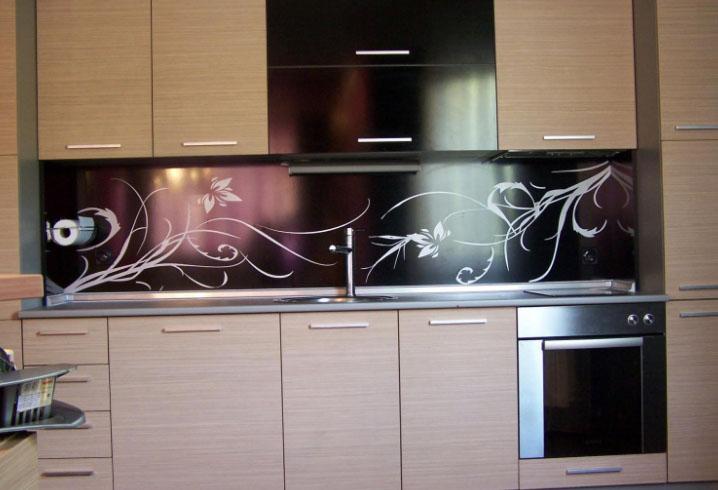 стеклянное панно на кухне