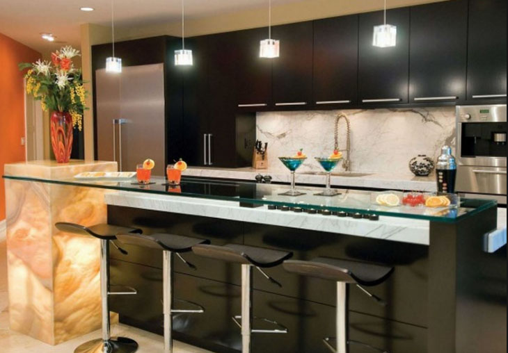 Барная стойка на кухне хай-тек