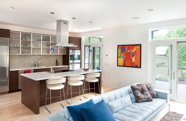 Комната-студия с дизайнерской кухней