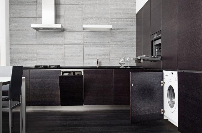 Стиральная машина на стильной кухне
