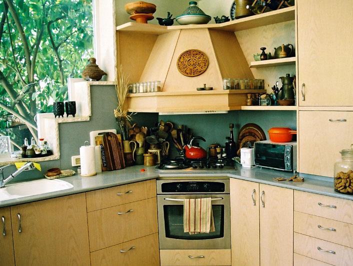 красивая вытяжка на кухне