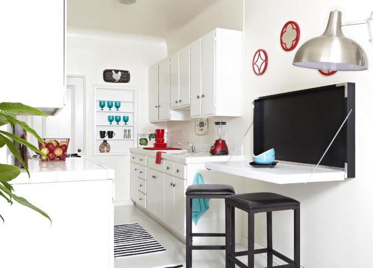 кухня для небольшого помещения со стульями