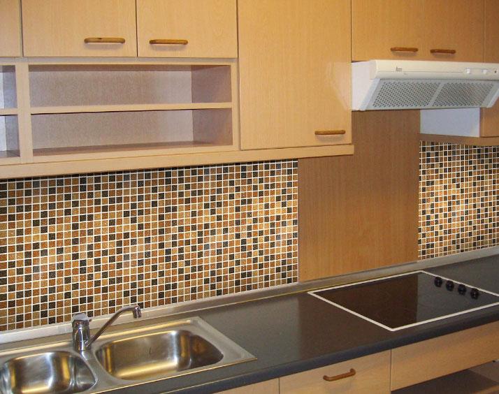 фартук на кухне из мозайки