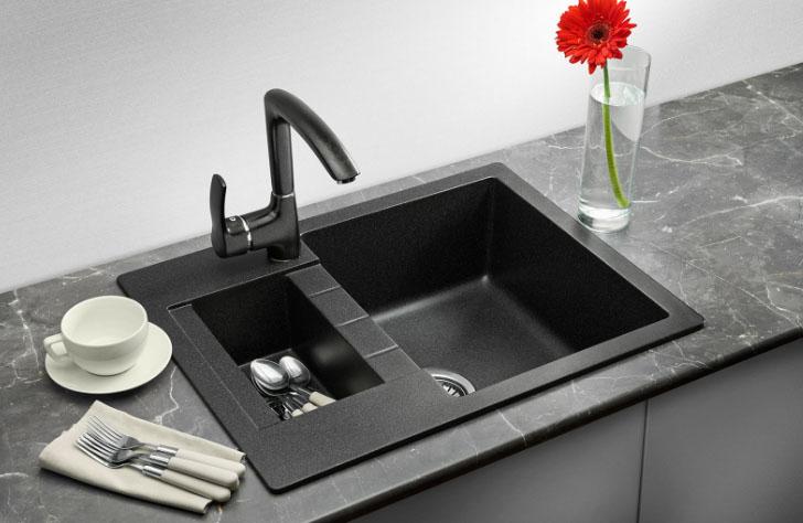 черная кухонная раковина