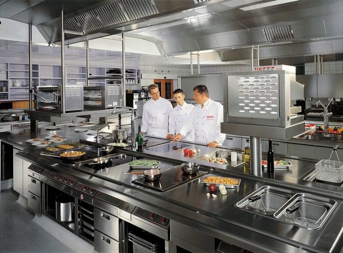 профессиональное оборудование на кухне