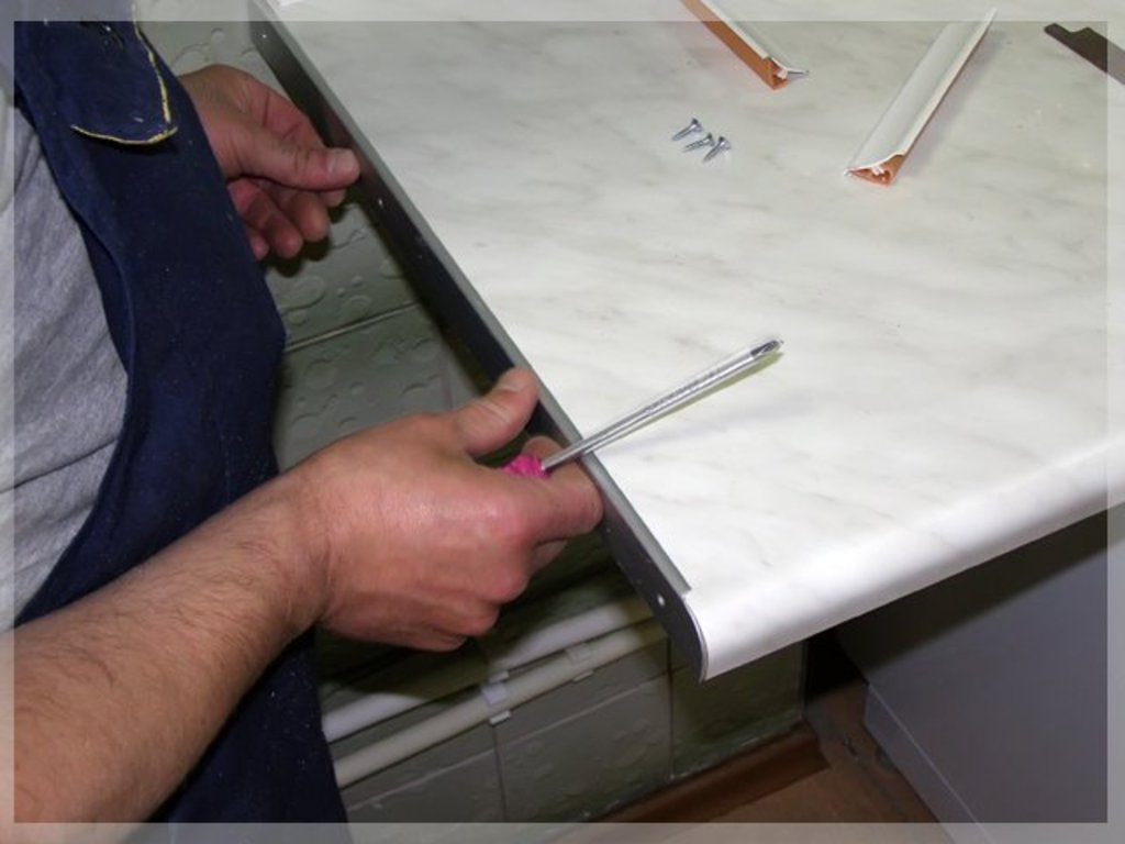 Как заменить столешницу на кухонном гарнитуре
